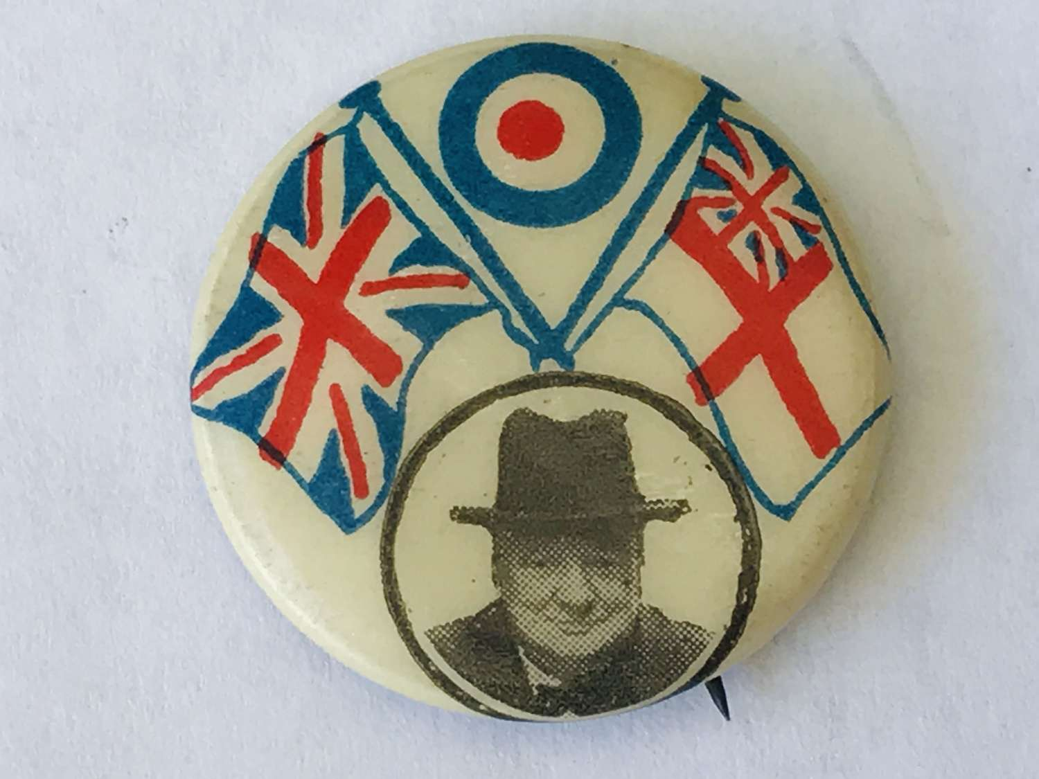 Winston Churchill victory pin button badge