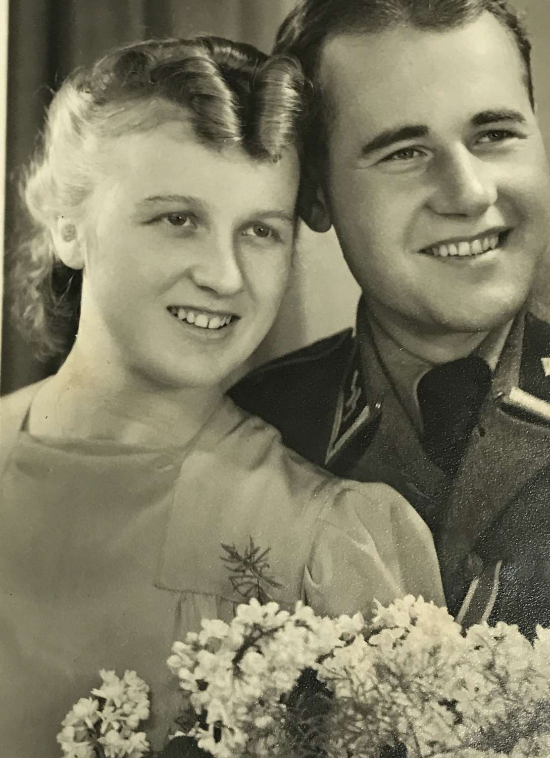 Postcard of SS wedding couple dated 1943
