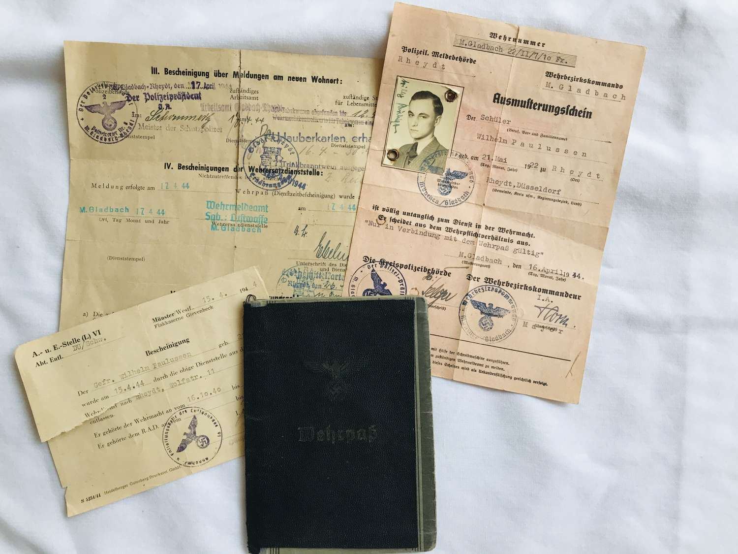 Luftwaffe Wehrpass and documents