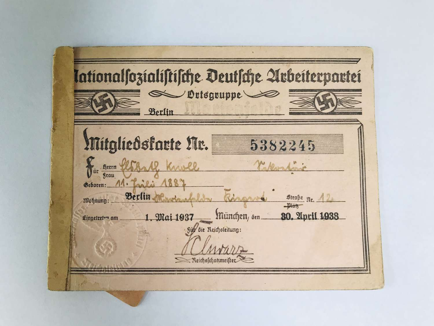 Membership card to a female NSDAP