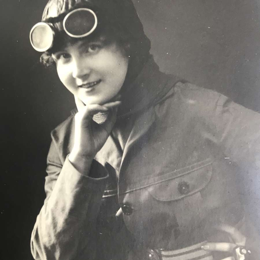 Female aviator Sanke card